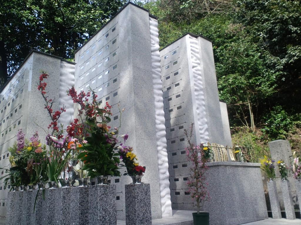 永代供養塔「ともし碑」写真